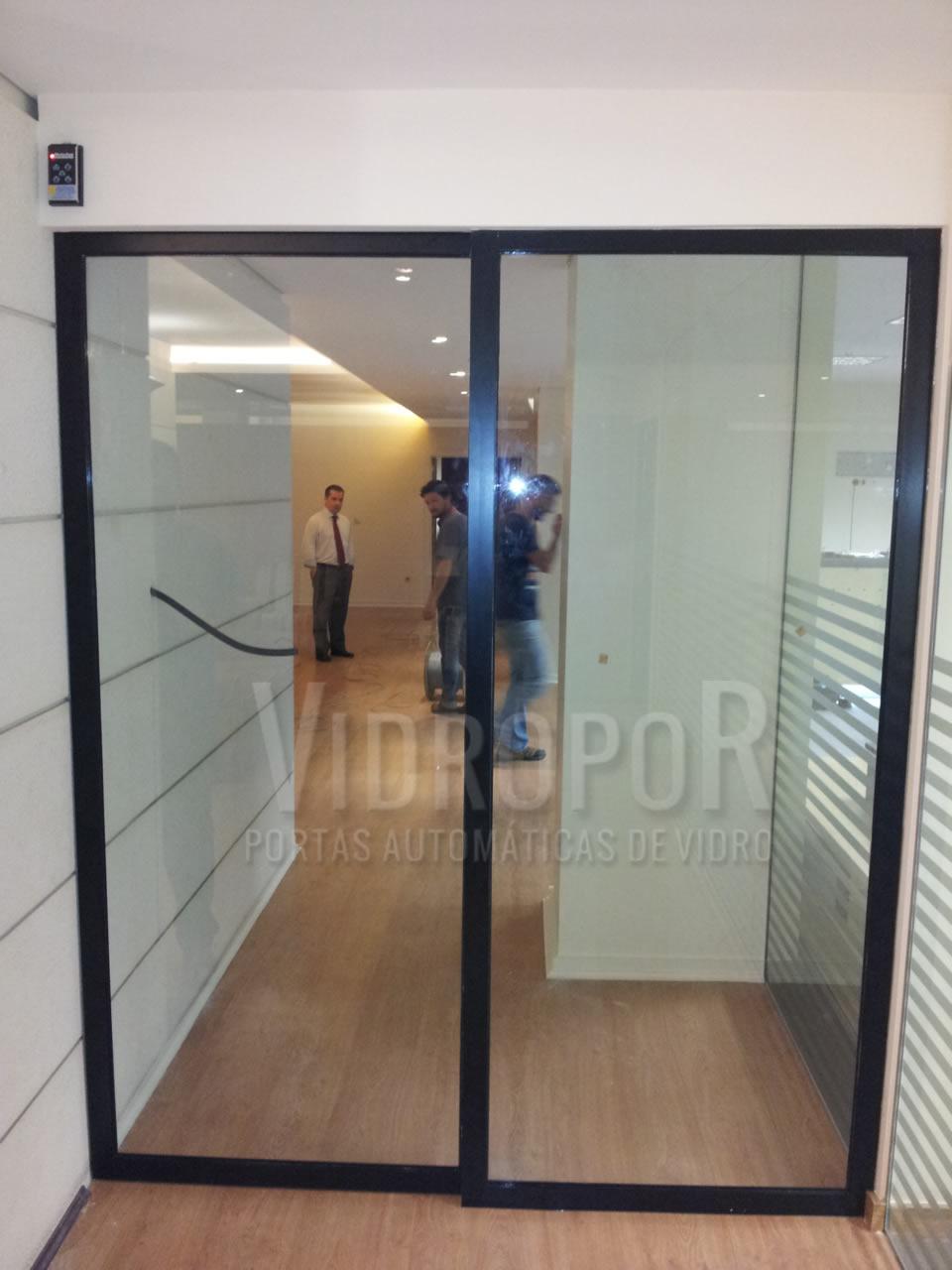 porta automatica de vidro cor preto
